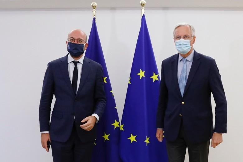 A l'occasion du Conseil européen, présidé par Charles Michel (à gauche), qui débute ce jeudi 15 octobre à Bruxelles, le négociateur pour l'UE Michel Barnier (à droite) prendra part aux discussions sur le Brexit avec les 27 dirigeants des Etats membres
