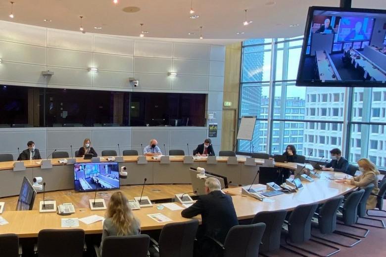 Après avoir été interrompues la semaine passée par un cas de Covid-19 dans la délégation européenne, les négociations entre l'Union européenne et l'Angleterre ont repris lundi 23 novembre