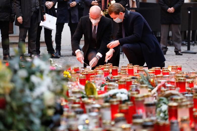 Lundi 9 novembre, le président du Conseil européen Charles Michel et le chancelier autrichien Sebastian Kurz ont rendu hommage aux victimes de l'attentat de Vienne