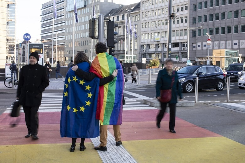 La Commission vise, par cette stratégie, à lutter contre les discriminations à l'égard des personnes LGBTIQ et à créer une Union de l'égalité