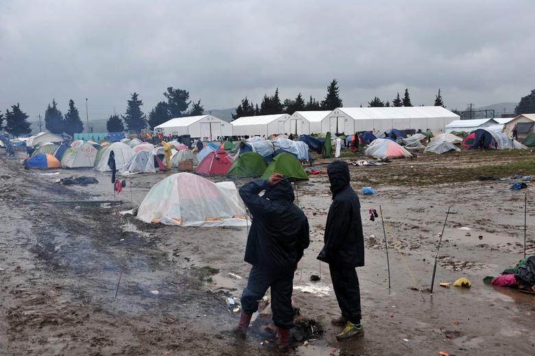 En attendant la prise en charge de leur demande d'asile, les réfugiés restent plusieurs mois dans des camps, comme ici à Idomeni en Grèce en 2016