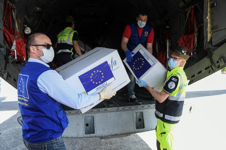 Le mécanisme de protection civile de l'UE a été activé dans le cadre de la pandémie de Covid-19, comme en Italie. Le pays a ainsi pu recevoir des masques chirurgicaux de ses partenaires européens - Crédits : Piero Cruciani / Commission européenne