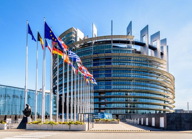 Entrée du bâtiment Louise-Weiss, siège du Parlement européen à Strasbourg