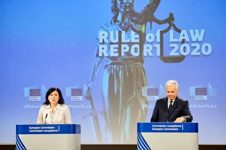 Věra Jourová, commissaire aux Valeurs et à la Transparence, et Didier Reynders, commissaire à la Justice ont présenté le 30 septembre 2020 le premier rapport annuel sur l'état de droit