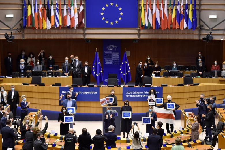 Sous les applaudissements des parlementaires, l'opposition biélorusse a reçu le Prix Sakharov pour la liberté de l'esprit décerné par le Parlement européen
