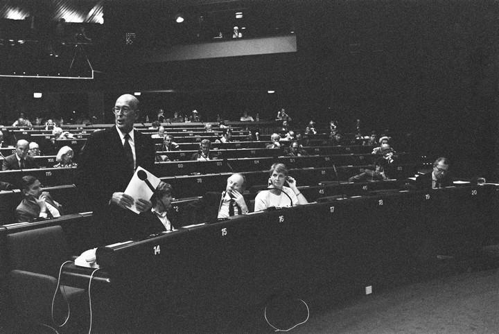 Valéry Giscard d'Estaing lors d'une session plénière du Parlement européen en 1989