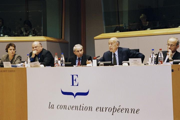 Valéry Giscard d'Estaing présidant la Convention sur l'Avenir de l'Europe
