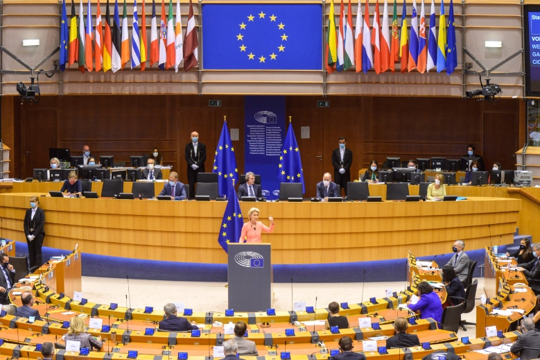 Le 19 septembre, Ursula von der Leyen prononce à Bruxelles son premier discours sur l'Etat de l'Union, au milieu d'une année 2020 européenne inédite et difficile pour l'Europe