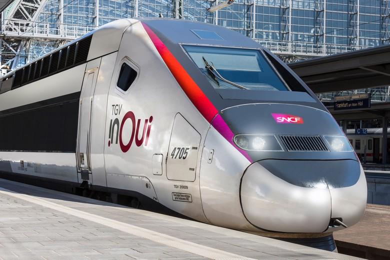 Un TGV français arrive en gare de Francfort