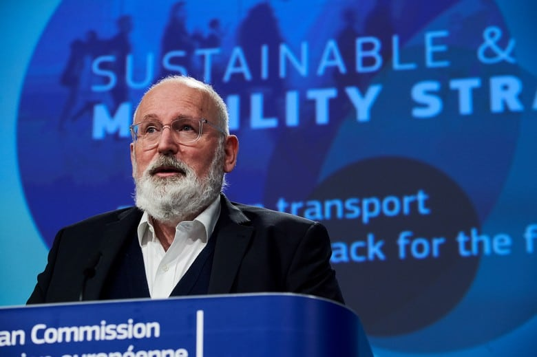 Frans Timmermans prend la parole le 9 décembre 2020 pour présenter la stratégie européenne des mobilités douces - Crédits : Commission européenne/Dati Bendo