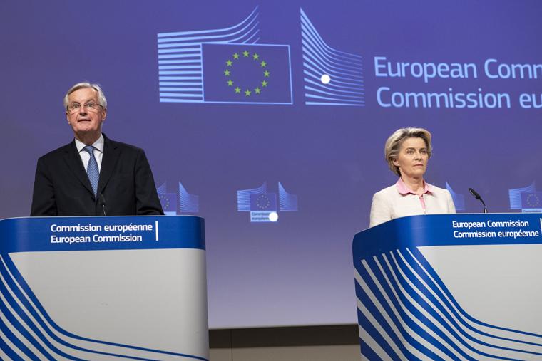 Michel Barnier, négociateur en chef pour l'UE et Ursula von der Leyen, présidente de la Commission européenne, le 24 décembre à Bruxelles, lors de l'annonce de la signature d'un accord avec le Royaume-Uni. Fin d'un long processus de quatre ans et demi