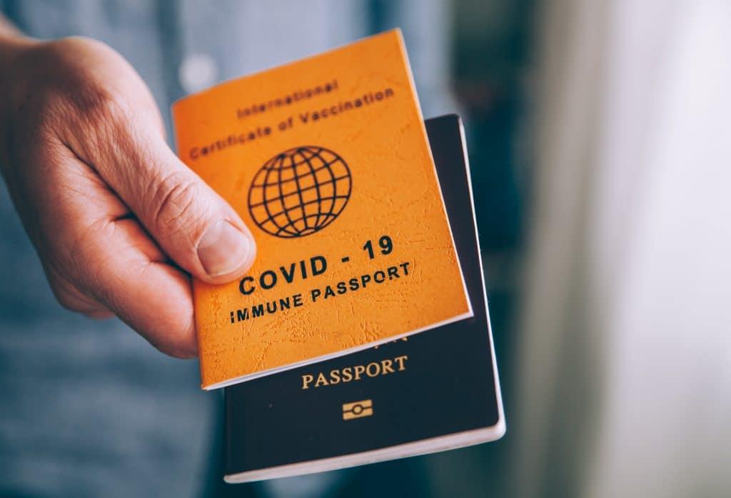 Déjà opérationnel dans 13 pays, le pass sanitaire, entrera en vigueur sur l'ensemble du territoire européen le 1er juillet - Crédits : Chalffy / Istock