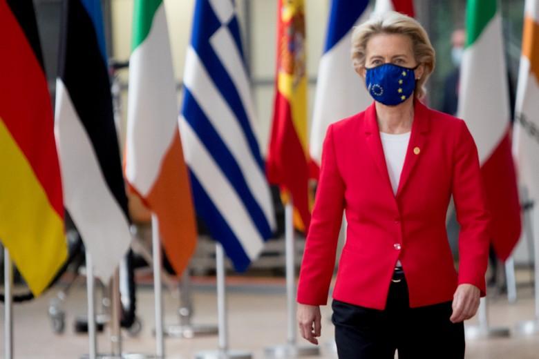 La présidente de la Commission européenne Ursula von der Leyen a innové en initiant une stratégie vaccinale à l'échelle européenne et en pré-commandant les doses pour les Etats membres - Crédits : Etienne Ansotte / Commission européenne