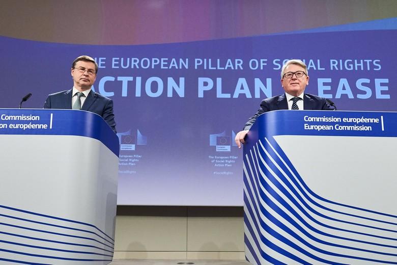 Valdis Dombrosvkis, commissaire en charge de l'Economie (à gauche) et Nicolas Schmit, commissaire en charge de l'Emploi et du Social (à droite) ont présenté une nouvelle mesure d'aide à l'emploi suite au Covid-19, dans le cadre de leur plan d'action pour une Europe sociale