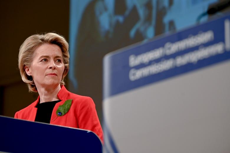 Samedi 20 mars, dans une interview, Ursula von der Leyen s'est déclarée prête à bloquer les exportations du vaccin AstraZeneca à destination du Royaume-Uni