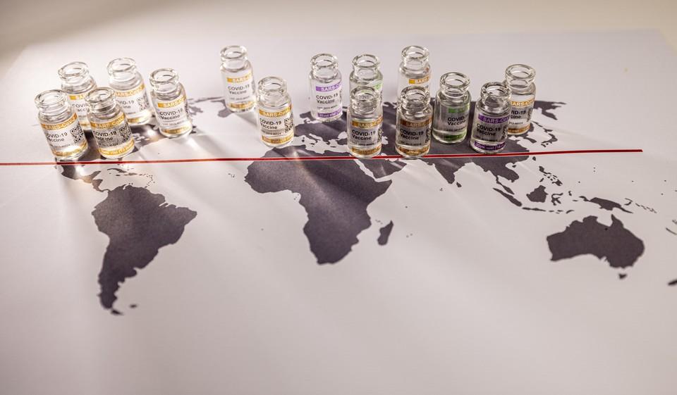 Entre multilatéralisme et protectionnisme, où l'Europe se situe-t-elle sur l'échiquier mondial de la production et l'exportation de vaccins ? - Crédits : Franky De Meyer / iStock