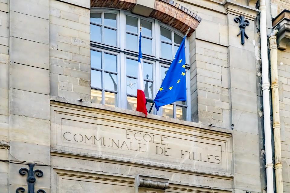 La fermeture des écoles pour une durée de trois semaines compte parmi les principales mesures prises par Emmanuel Macron le mercredi 31 mars - Crédits : Alphotographic / iStock