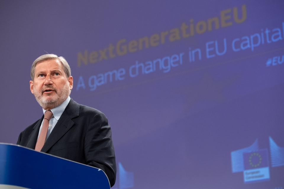 Le commissaire européen en charge du Budget Johannes Hahn a expliqué mercredi que l'instrument de relance NextGenerationEU serait financé par des emprunts sur les marchés des capitaux