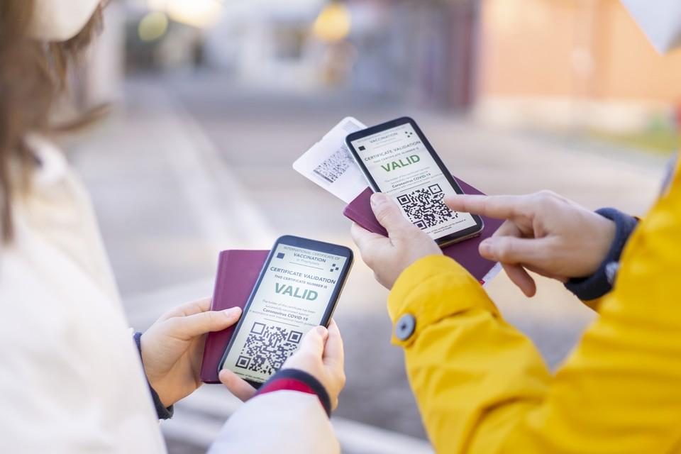 Le certificat vert numérique pose la question de la protection des données personnelles des voyageurs - Crédits : Vladimir Vladimirov / iStock