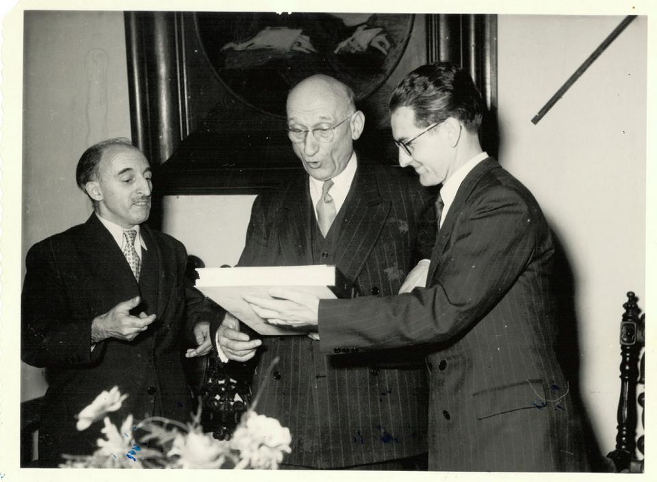 Paul Collowald (à droite) aux côtés de Robert Schuman en 1954