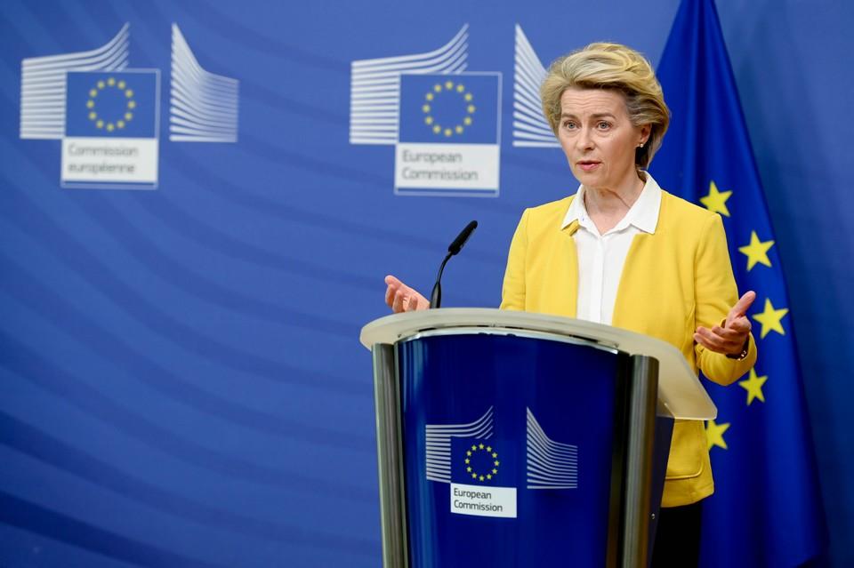 Mercredi 14 avril, la présidente de la Commission européenne Ursula von der Leyen a annoncé un réajustement de la stratégie européenne en faveur des vaccins à ARN messager - Crédits : Etienne Ansotte / Commission européenne