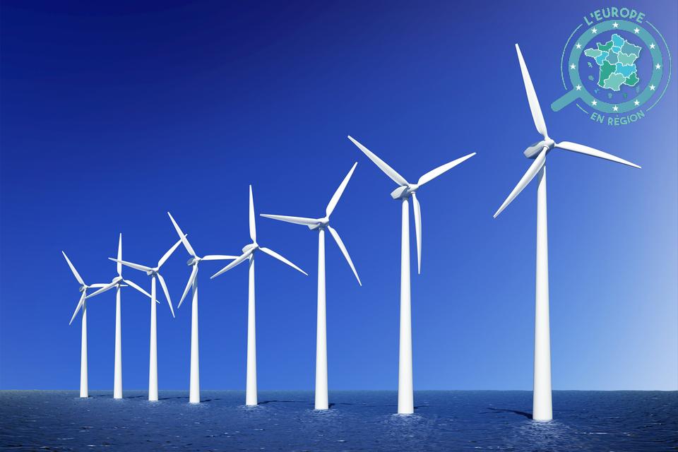 La Commission européenne souhaite une multiplication par 25 de la capacité de production énergétique, d'ici à 2050, des éoliennes en mer dans l'Union européenne - Crédits : TebNad / iStock