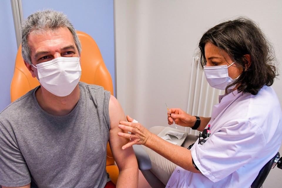 Un patient français se fait vacciner à Strasbourg - Crédits : Geneviève Engel / Parlement européen