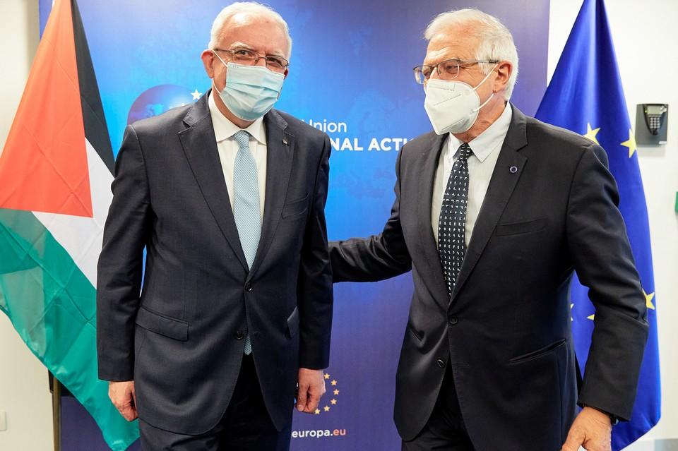 Le chef de la diplomatie européenne Josep Borrell (à droite) avait reçu le ministre des Affaires étrangères de l'autorité palestinienne Riyad Al-Maliki (à gauche) le 19 avril dernier