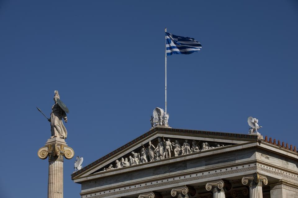"""En attendant la mise en place du """"passeport sanitaire"""", les pays particulièrement dépendants du tourisme, comme la Grèce, préparent la saison estivale"""
