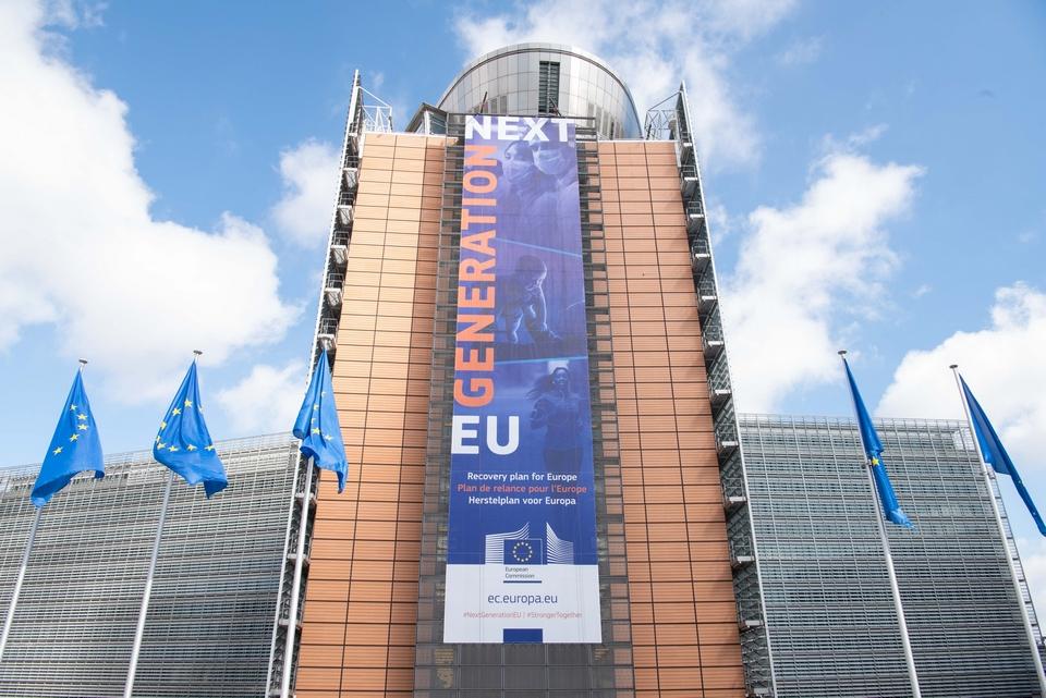 Le dispositif Next Generation EU comprend notamment la facilité pour la reprise et la résilience, qui mêle des prêts et des subventions, ainsi que REACT-EU, afin de renforcer la politique de cohésion