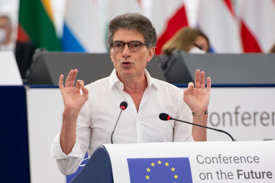 """Pascal Durand s'est exprimé devant l'Assemblée, samedi 19 juin, pour appeler à des """"résultats concrets"""" - Crédits : Parlement européen"""