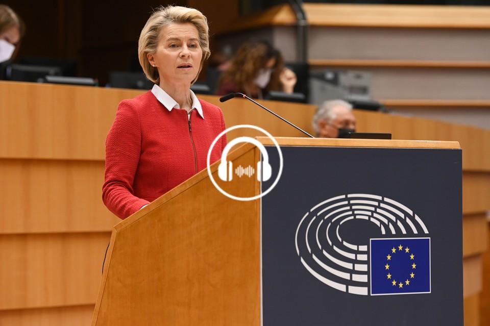 """Lors d'une session plénière au Parlement européen, la présidente de la Commission Ursula von der Leyen a reconnu avoir été trop """"naïve"""" face aux laboratoires. Et depuis engagé diverses actions à leur encontre - Crédits : Etienne Ansotte / Parlement européen"""