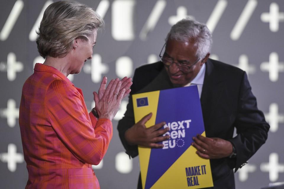 """La présidente de la Commission européenne, Ursula von der Leyen, a salué la """"compétence"""" du Premier ministre portugais Antonio Costa, dont le gouvernement a présidé le Conseil de l'Union européenne pendant six mois - Crédits : Commission européenne"""