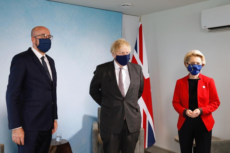 Une rencontre entre les présidents du Conseil européen Charles Michel (à gauche) et de la Commission européenne Ursula von der Leyen (à gauche) avec le Premier ministre britannique Boris Johnson (au centre). Depuis plusieurs mois, d'importantes tensions ont émaillées les relations entre le Royaume-Uni et l'Union européenne - Crédits : Dario Pignatelli / Conseil européen