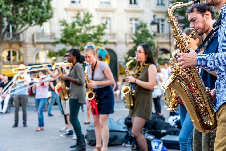 La fête de la musique est célébrée chaque 21 juin, jour le plus long de l'année
