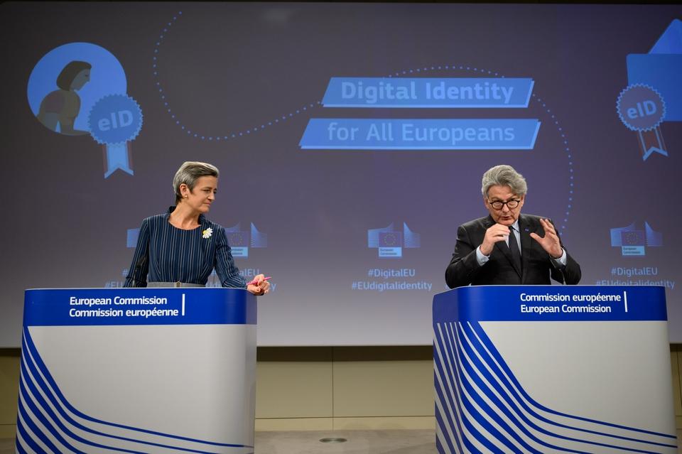 Les commissaires européens Margrethe Vestager et Thierry Breton ont présenté hier le projet d'identité numérique européenne