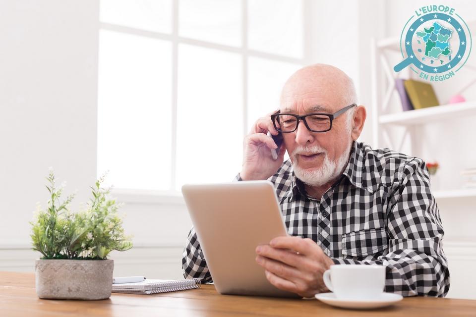 Installée à Orléans, la start-up Janasense développe une solution digitale consistant à placer des capteurs chez les personnes âgées afin d'identifier tout comportement s'écartant de leur routine quotidienne, et d'ainsi anticiper les risques et d'en alerter leurs aidants (photo d'illustration) - Crédits : Prostock-Studio / iStock
