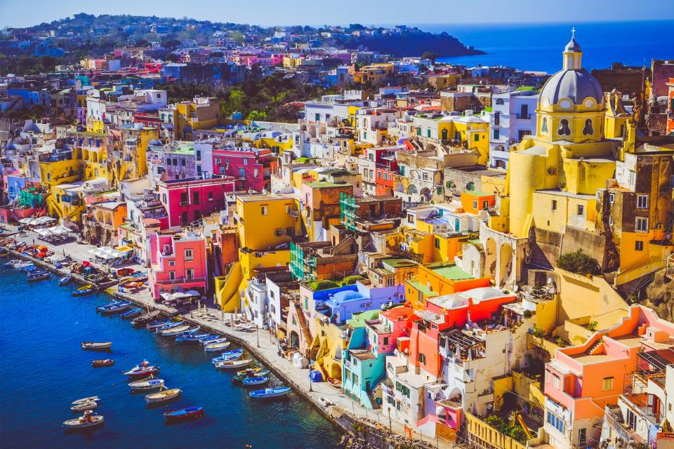 L'île italienne de Procida a vacciné l'intégralité de sa population pour pouvoir accueillir les touristes cet été