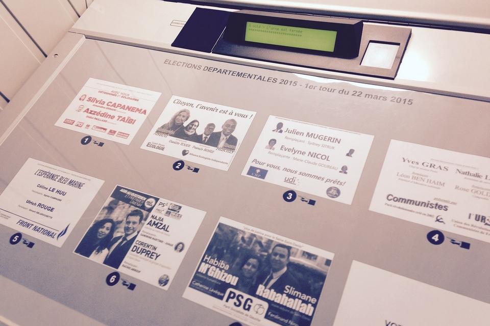 Machine à voter à Stains (Seine-Saint-Denis) lors des élections départementales de 2015