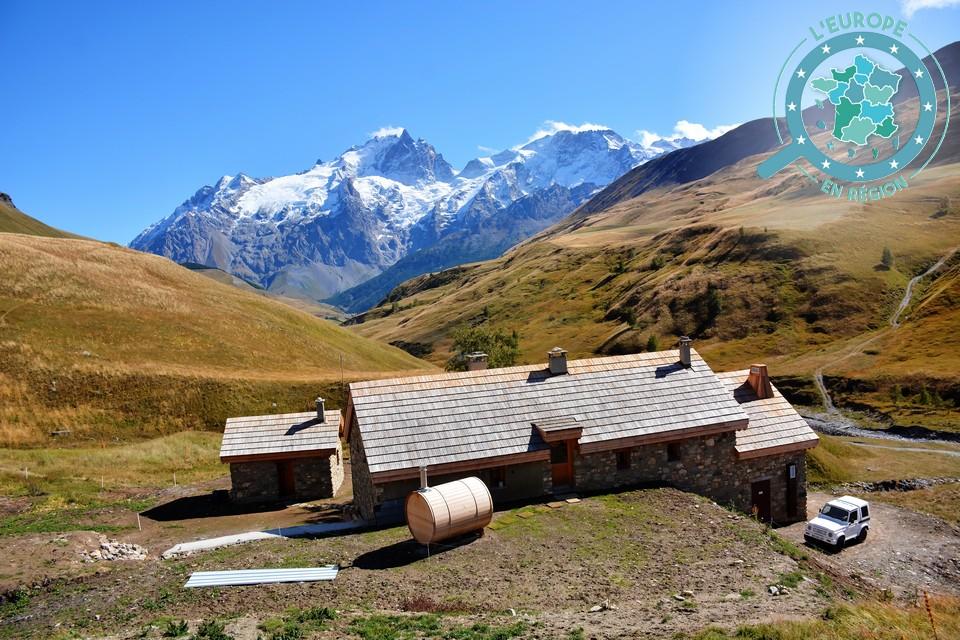 Le refuge du Pic mas de la Grave, à la frontière entre les Hautes-Alpes et l'Isère, a été réaménagé en partie grâce aux fonds FEDER - Crédits - Beallet / Région Sud PACA