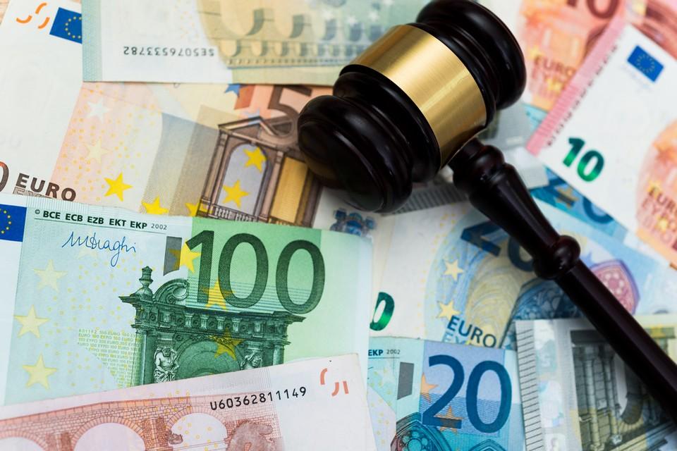 Les violations de l'Etat de droit pourront bientôt être sanctionnées par la suspension des fonds européens - Crédits : baona / iStock