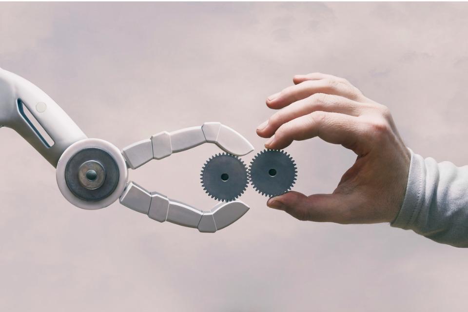L'intelligence artificielle connaît des applications dans des secteurs comme l'industrie, les transports, la santé ou l'énergie