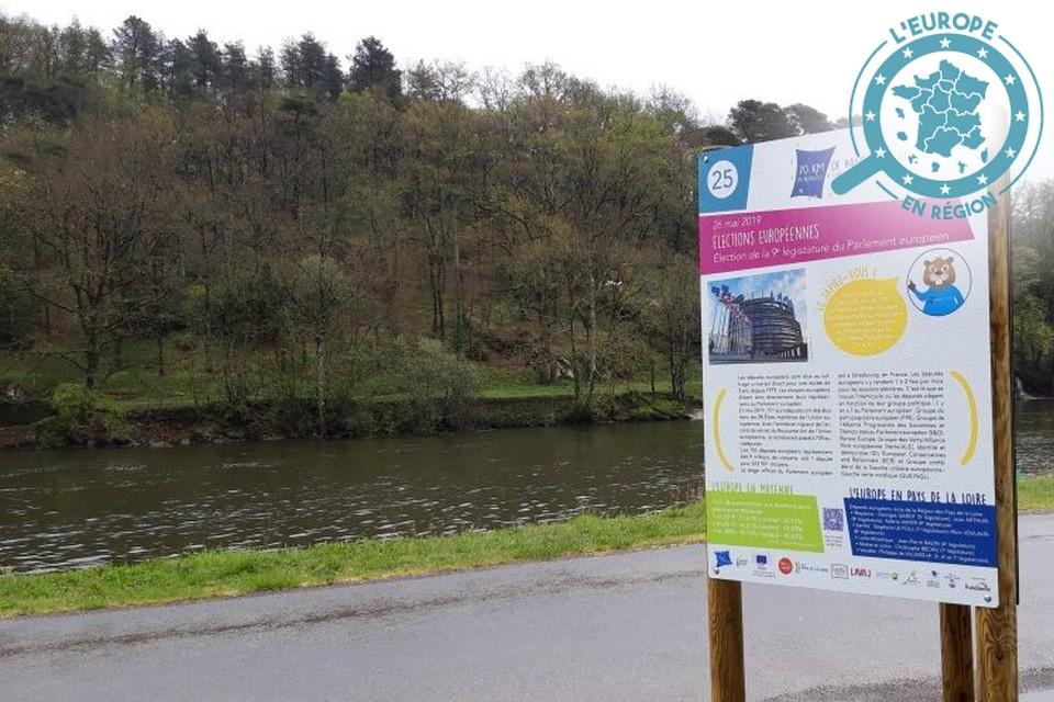 53 panneaux pédagogiques ont été installés en bord de Mayenne – Crédits : Maison de l'Europe en Mayenne