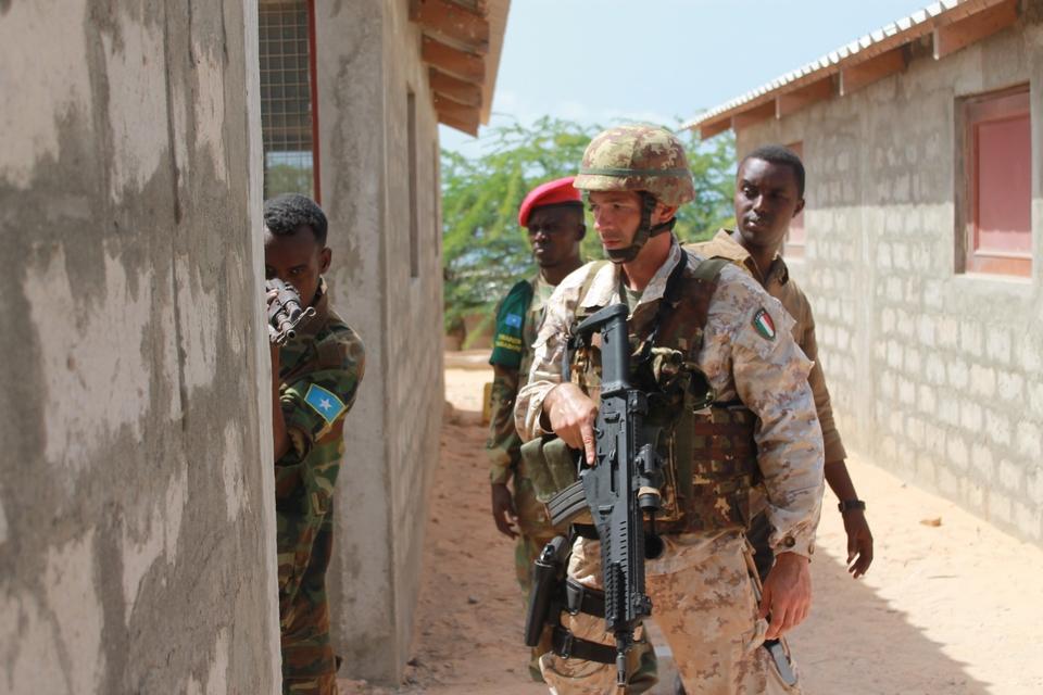 Parmi les six opérations militaires menées par l'Union européenne dans le monde figure, par exemple, EUTM Somalia, qui a pour mission depuis 2010 de former l'armée somalienne - Crédits : European External Action Service / Flickr CC BY-NC-ND 2.0