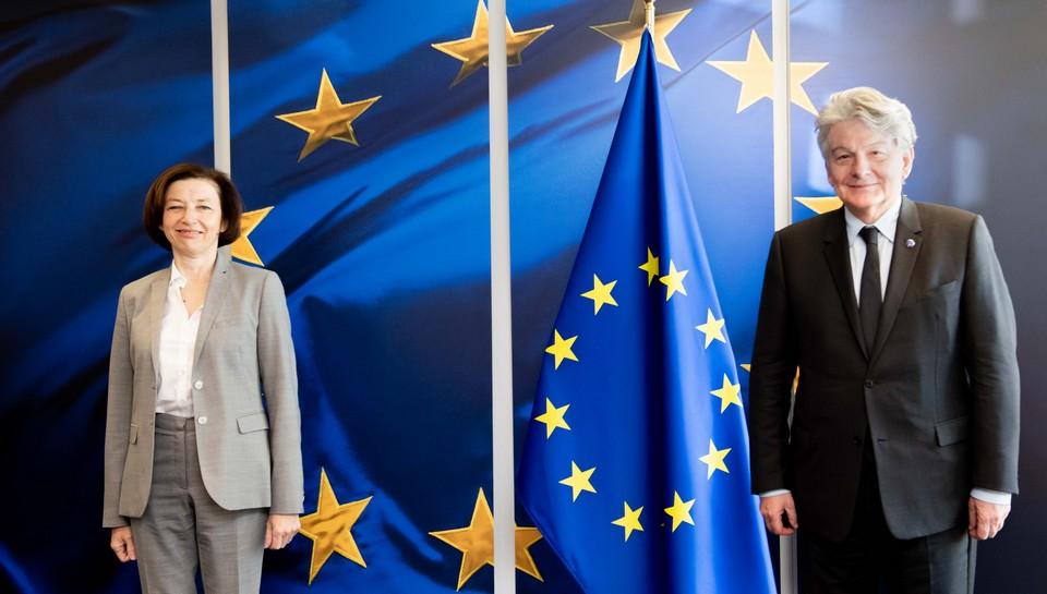 La ministre de la Défense française Florence Parly et le commissaire européen au Marché intérieur Thierry Breton se sont rendus au Forum international de la cybersécurité à Lille le 8 septembre, signe de l'intérêt de Paris et de Bruxelles pour cette question stratégique - Crédits : Jennifer Jacquemart / Commission européenne