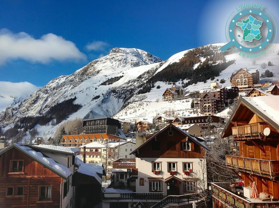 La station de Val Thorens, dans les Alpes, fait partie des sites qui bénéficient de prêts pour redynamiser l'économie locale - Crédits : isa_Markiza / iStock