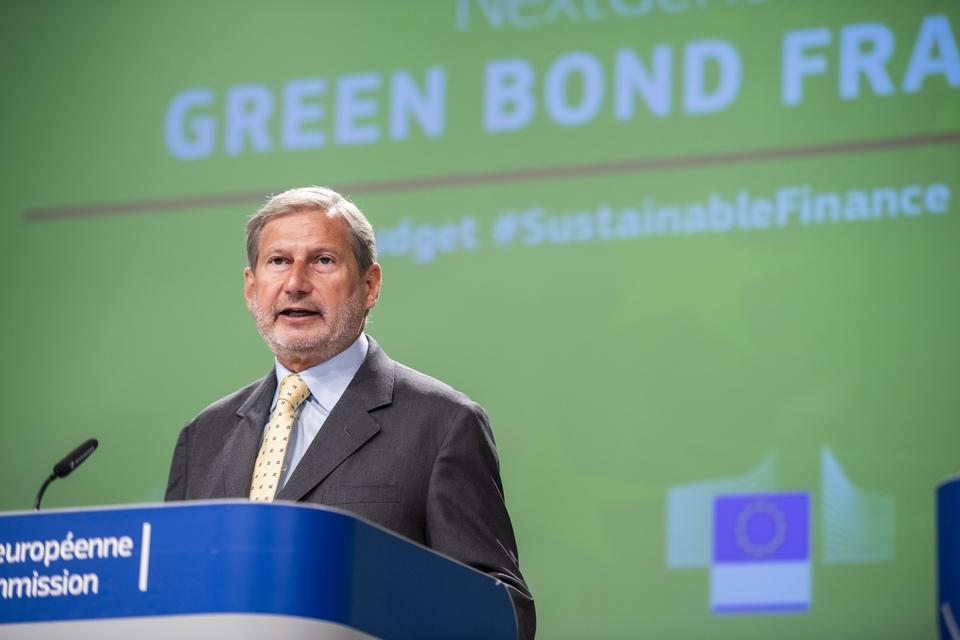 Le commissaire au Budget Johannes Hahn a présenté mardi 8 septembre le cadre pour l'émission des obligations vertes