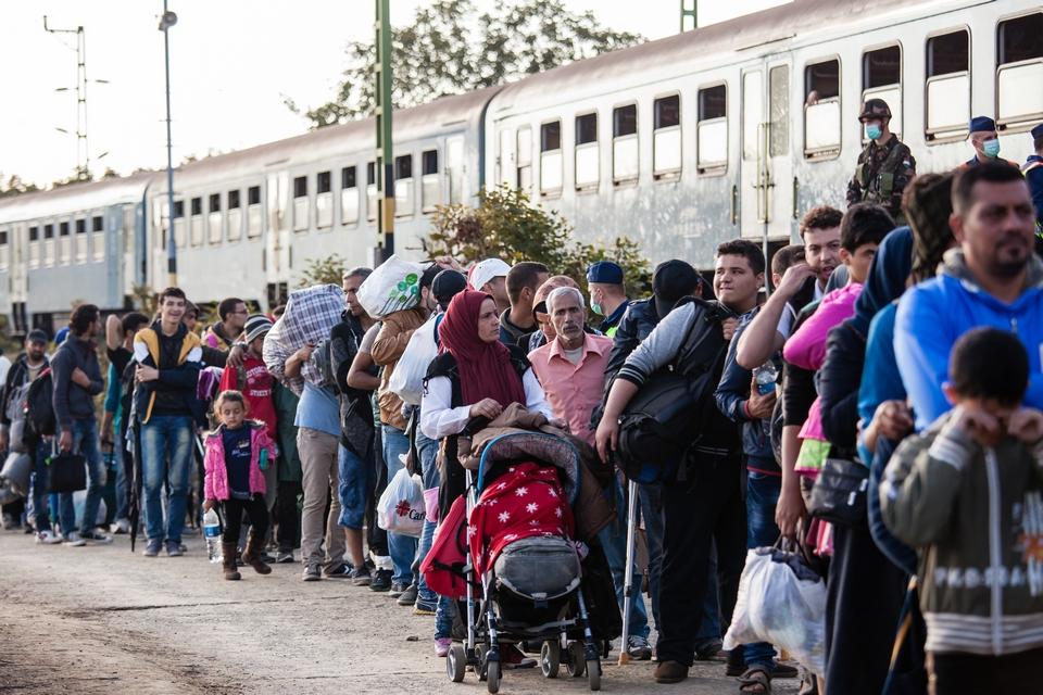 Les migrants empruntent plusieurs routes principales vers l'Europe (ici en Hongrie en 2015)