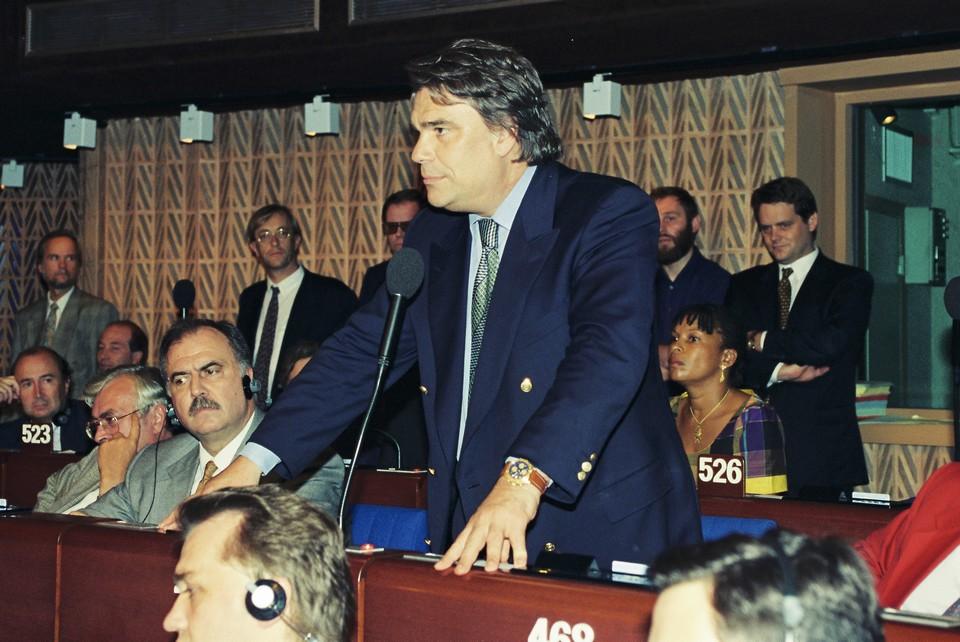 Bernard Tapie en juillet 1994 dans les locaux du Conseil de l'Europe qui accueillaient à l'époque les députés européens