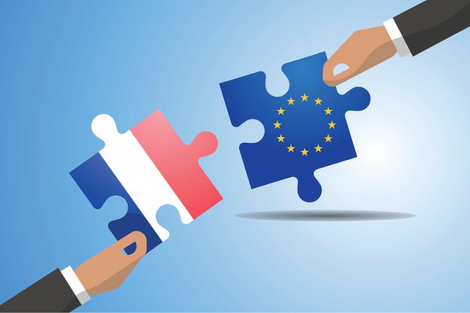 13 ans après, la France présidera de nouveau le Conseil de l'Union européenne et travaillera en trio avec la République Tchèque et la Suède